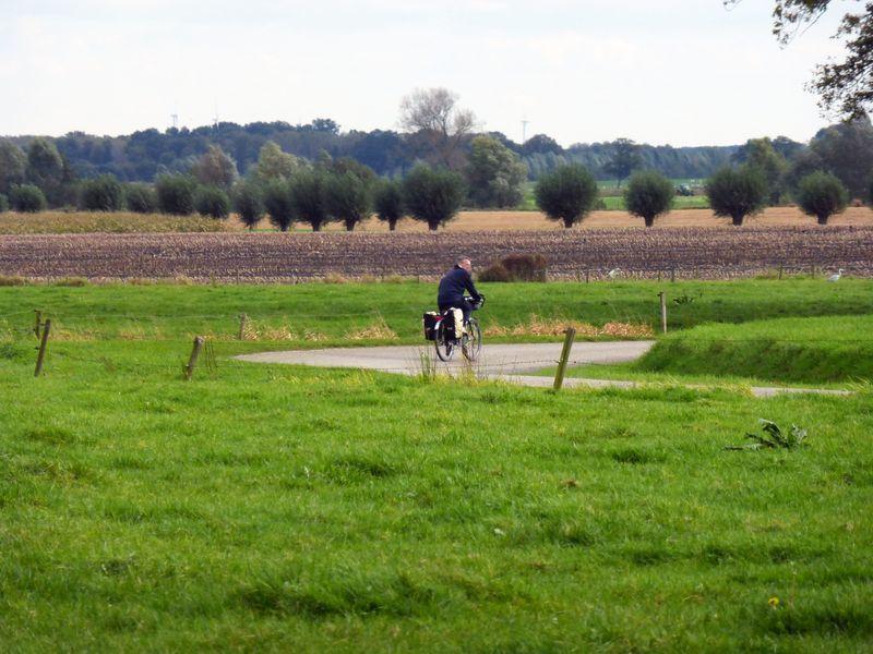 8er de grens, fietser_weilandlandschap_web